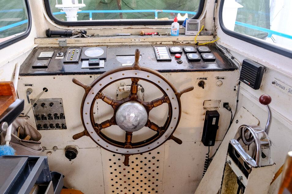 """Die """"Kötitz"""" ist außer Betrieb. Fachleute untersuchen derzeit den Motor. Diese Woche werde das Schiff wohl nicht mehr ablegen, heißt es von der VGM auf SZ-Nachfrage."""