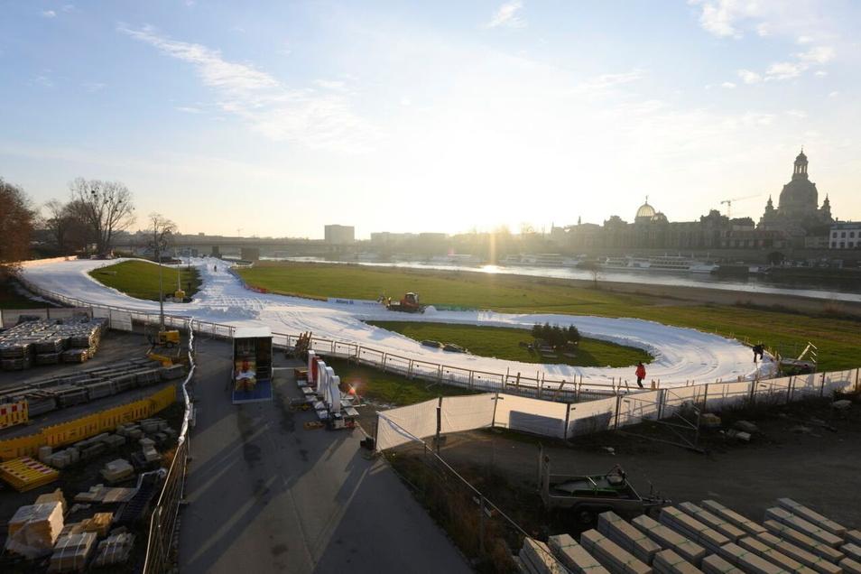 Auch 2021 wird am Wochenende vor Weihnachten der Pistenbully am Elbufer unterwegs sein. Die fünfte Auflage des Ski-Weltcups in Dresden wird aber die letzte sein.