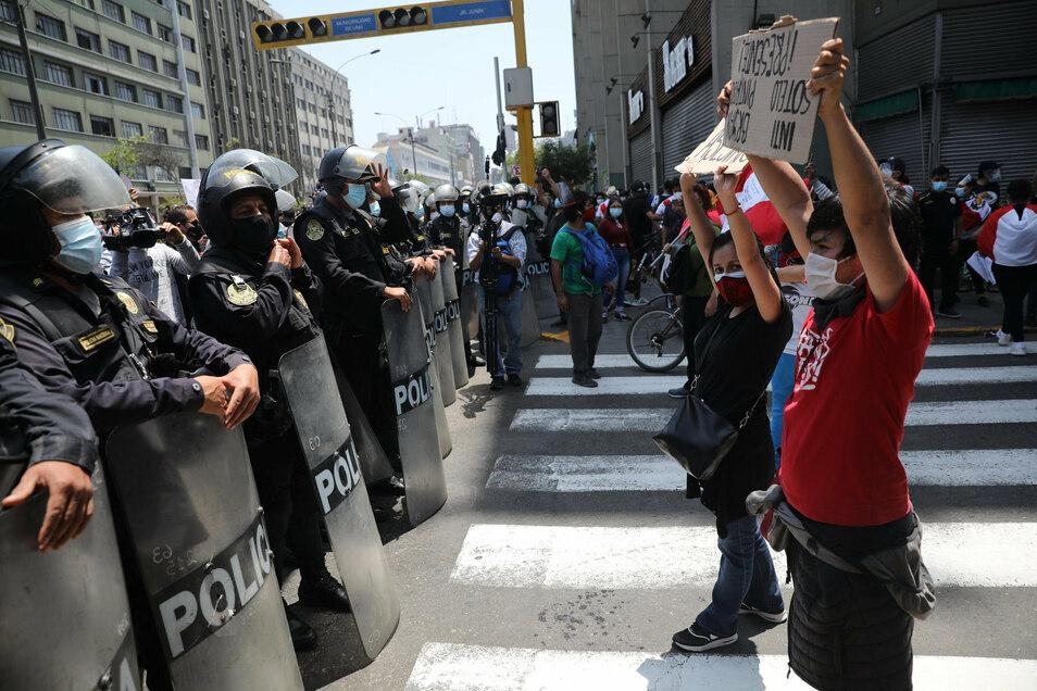 Demonstranten forderten den Rücktritt des Interimspräsidenten Merino.