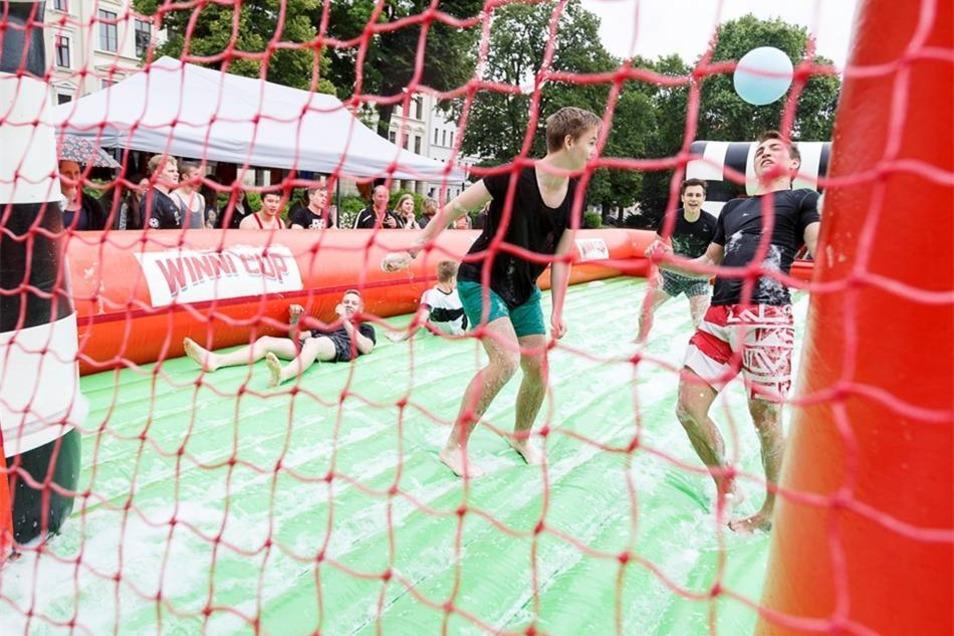 Zeil war eigentlich, mit dem Ball ins Tor zu treffen - wie bei normalem Soccer.