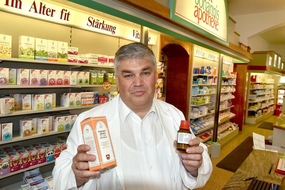 Henrik Wintzen verkauft seit Beginn der Corona-Krise in seinen Apotheken deutlich mehr Medikamente.