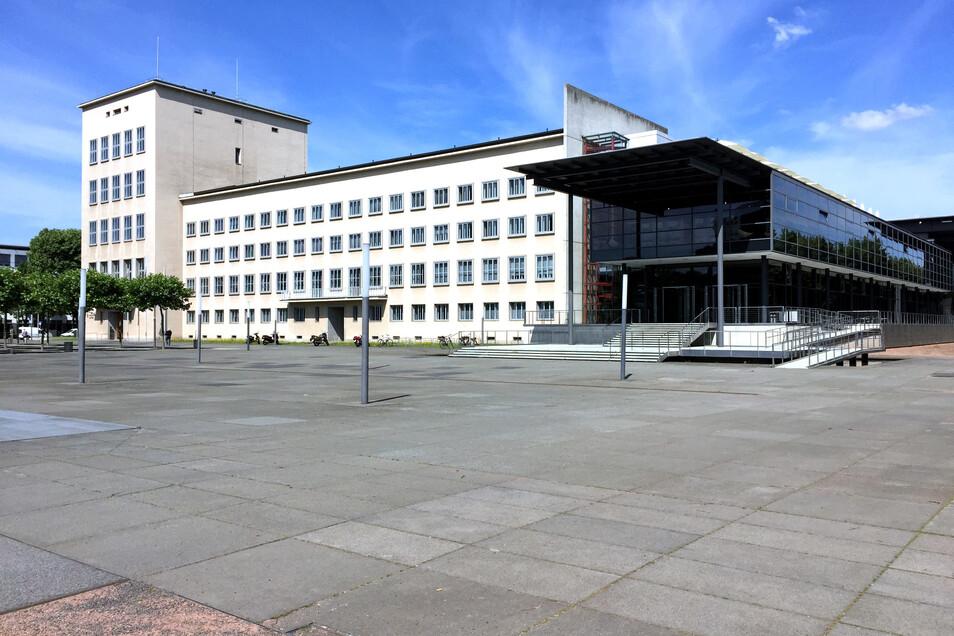 Die VHS Dreiländereck ermöglicht es, Oberlausitzer Politiker im Landtag zu treffen und mit ihnen zu diskutieren.