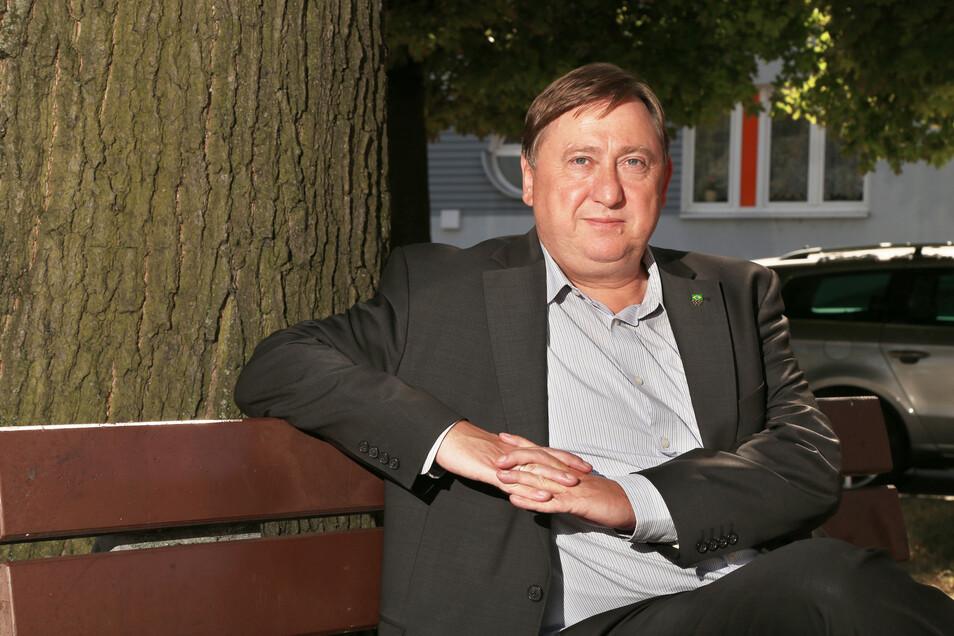 Der Linken-Bundestagsabgeordnete André Hahn unterstützt den Wahlkampf von Uta Knebel.