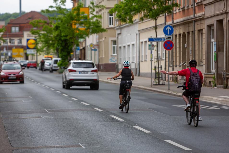 Bald soll ein Schutzstreifen das Radfahren auf der Dresdner Straße in Freital sicherer machen.