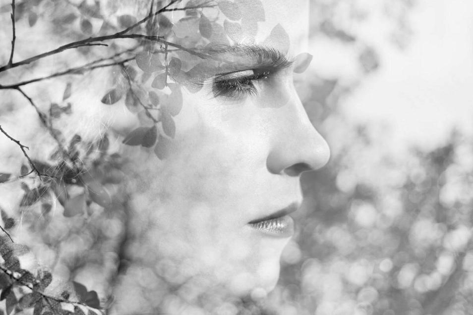 Das Erkennen und die Überwindung negativer Gedanken kann förderlich für die Gesundheit sein.