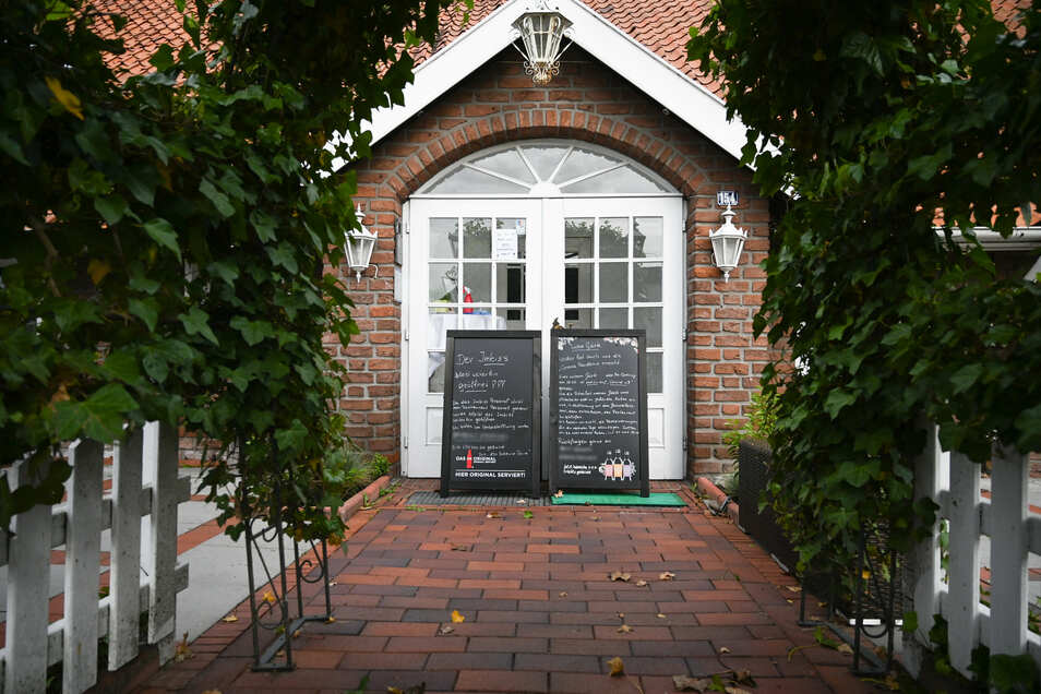 Wurde hier nur gegessen oder eine Party ohne Abstand gefeiert? 70 Menschen befinden sich nach einem Restaurantbesuch in Leer in Quarantäne.