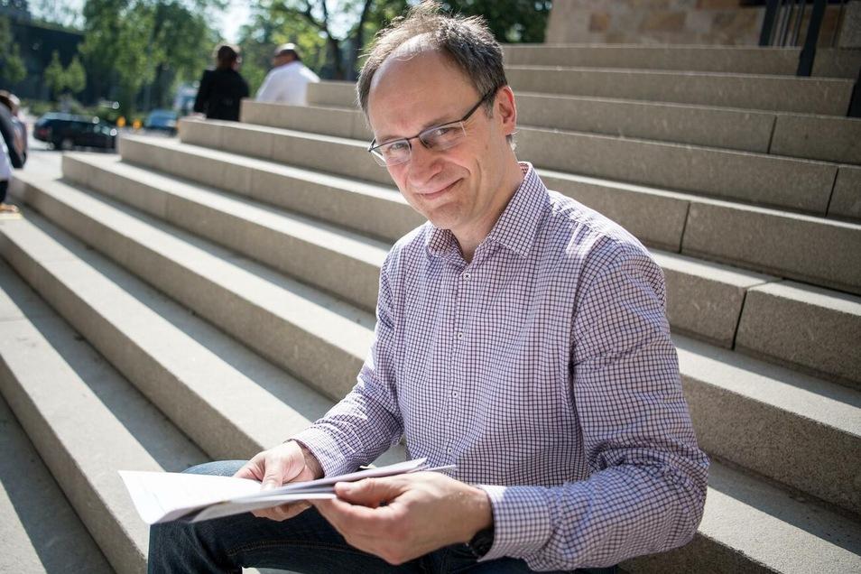 Stephan Kohn sammelt im April 2018 vor dem Tagungsort des Außerordentlichen Bundesparteitag der Sozialdemokratischen Partei Deutschlands (SPD) Unterschriften für eine Kandidatur für den Vorsitz.