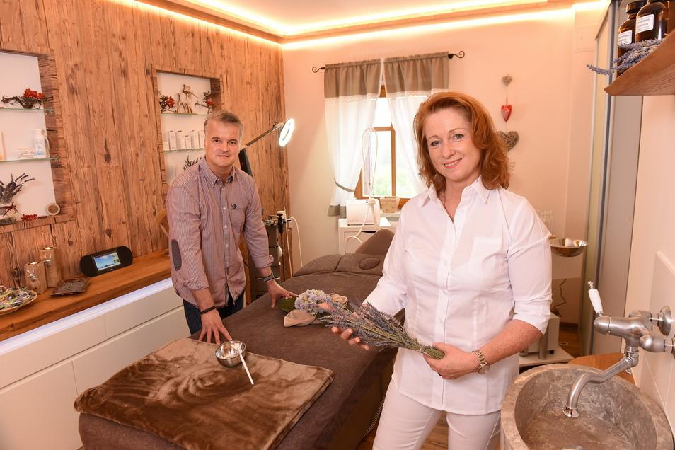 Katrin und Jan Kempe vom Naturhotel Bärenfels empfangen wieder Gäste. Doch die entscheiden sich jetzt sehr kurzfristig für eine Buchung.