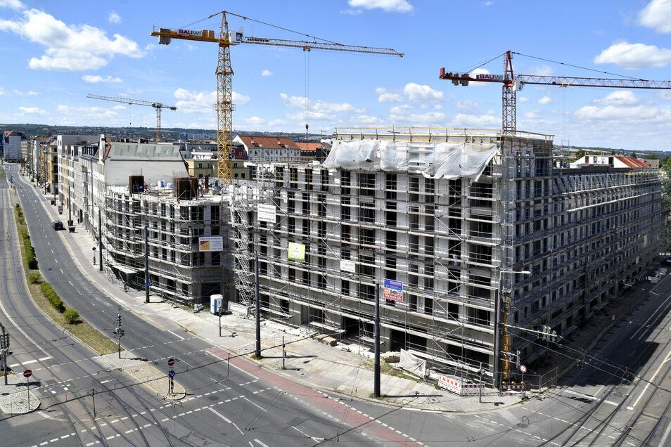 Die Kräne drehen sich in der Friedrichstadt, auch an der Ecke von Weißeritz- und Friedrichstraße. Hier, am Bahnhof Mitte, wird damit die letzte Brache bebaut.
