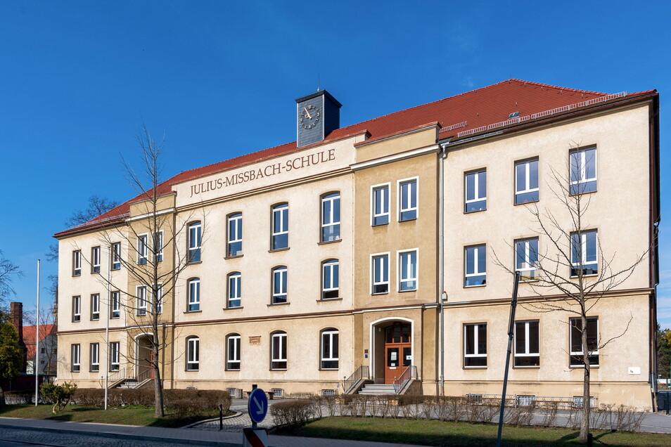 Die Fassade der Julius-Mißbach-Grundschule soll saniert werden.