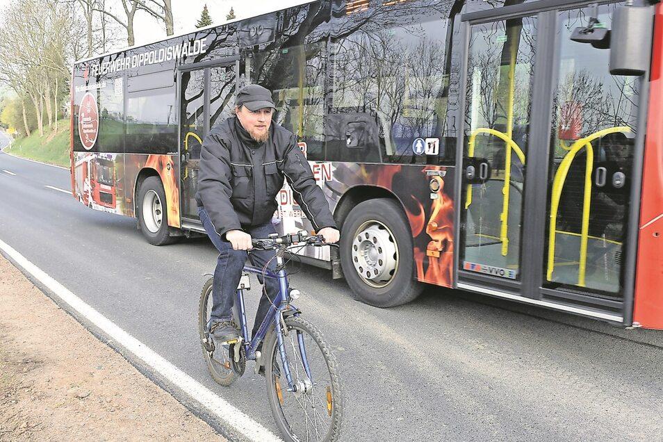 Hier fehlt ein Radweg. Eckhart Böhm fährt von der Stadt in Richtung Gewerbegebiet Reinholdshain.