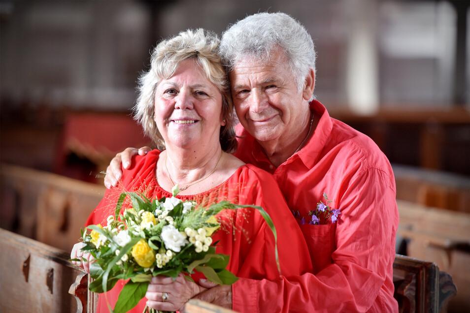 Annerose und Michael Röber aus Berlin sind zu ihrer Goldenen Hochzeit in die Obercunnersdorfer Kirche gekommen. Mit dem Ort verbinden sie besondere Erinnerungen an ihre Hochzeitsreise.