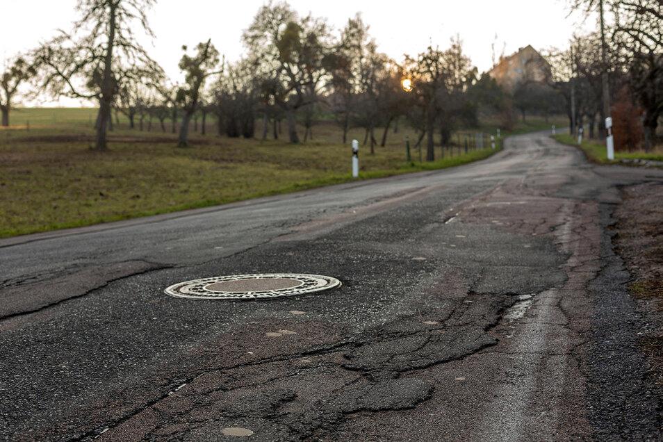 Sanierungsbedürftige Straße zwischen Goppeln und Golberode, hier in einer Aufnahme von 2019.