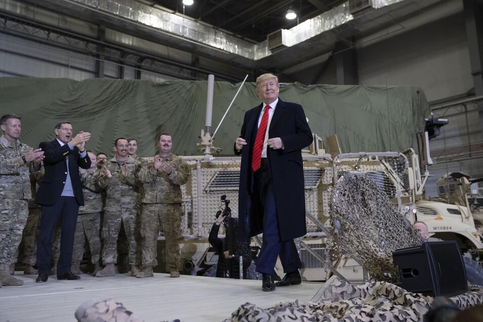 Donald Trump besuchte überraschend die US-Truppen  auf der Bagram Air Base nördlich von Kabul.