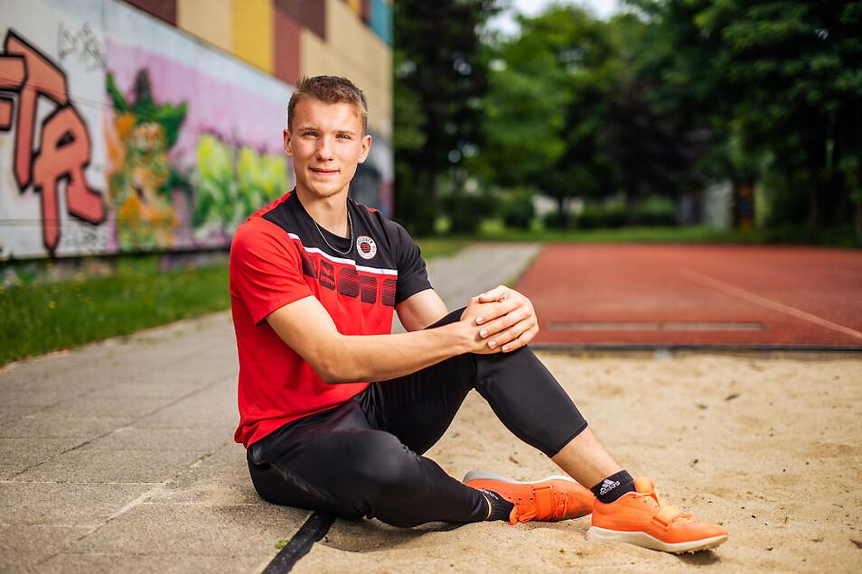 In der Sprunggrube fühlt sich Pascal Boden wohl. Sein Talent im Dreisprung wurde schon mit einem Titel als Deutscher Meister belohnt. Hier, am Hoyerswerdaer Léon-Foucault-Gymnasium, besuchte der Wittichenauer schon die Sportklasse, bevor er an das Sport