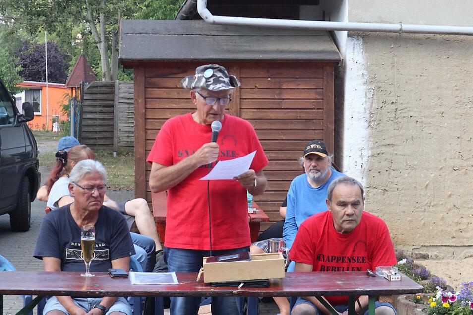 Vereinschef Werner Petrick verlas den Bericht des Vorstandes – unter anderem Hans-Georg Ziehe, Rico Gläßer und Axel Schneider hörten zu.