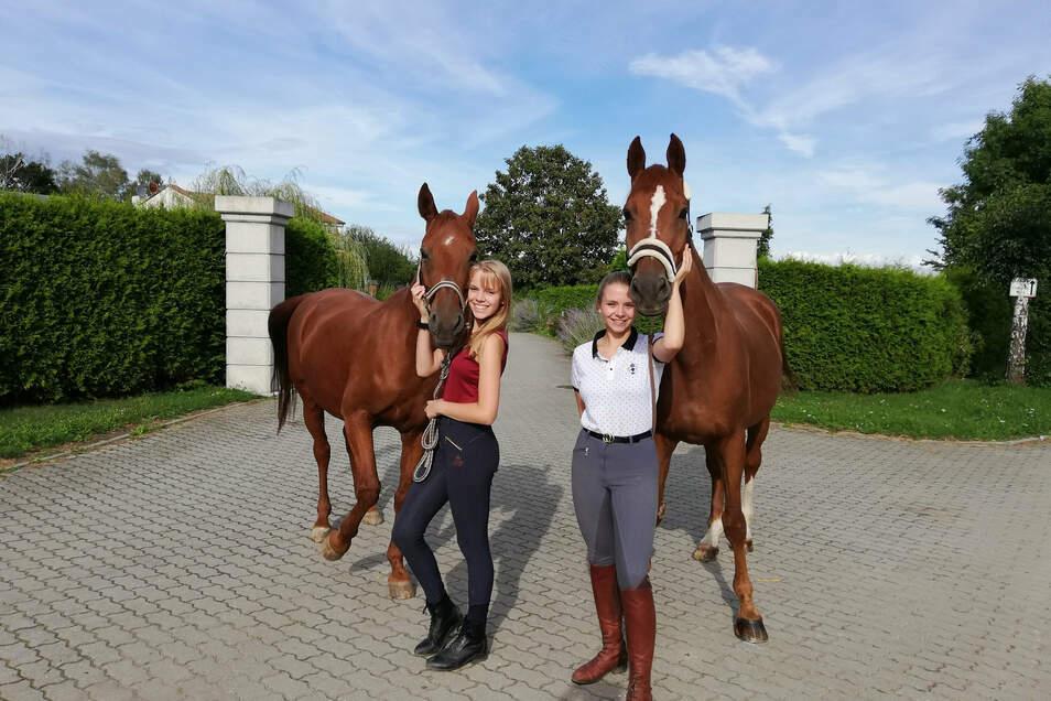 Serafina-Cassandra Marx und Nina-Marlen Marx mit ihren Pferden Escurial und Apollo (von links) sind Freitzeitreiterinnen aus Görlitz.