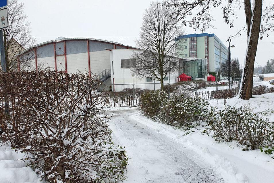 Die Sporthalle in Kamenz wurde zum Corona-Impfzentrum umfunktioniert.