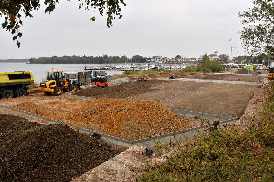 Derzeit entstehen auf dem künftigen Caravan-/Campingplatz des Zweckverbands Lausitzer Seenland Sachsen in Geierswalde die Parzellen und Zufahrten.