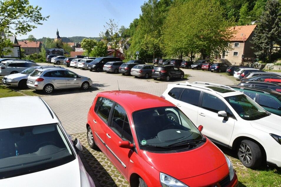 Der Parkplatz Eiche in Hohnstein. Bei bestem Ausflugswetter kommt der schnell an seine Grenzen.