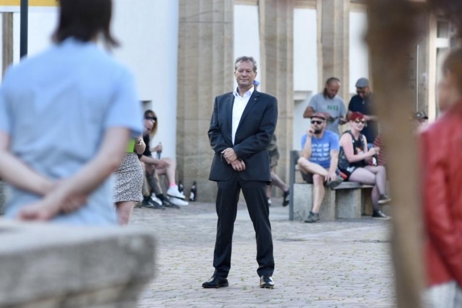 Dirk Munzig hat an diesem Montag auf der Kundgebung von Kritikern der Corona-Maßnahmen seinen Austritt aus der AfD bekannt gegeben.