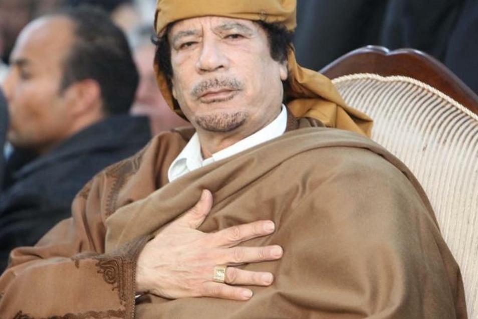Muammar al-Gaddafi ließ seine Offiziere in Berlin behandeln.