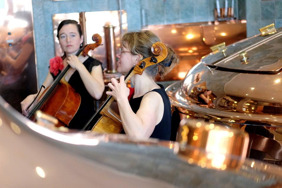 Beate Hofmann und Sandra Bohrig (v. l.) spielen sonst auf Schlössern und Weingütern.