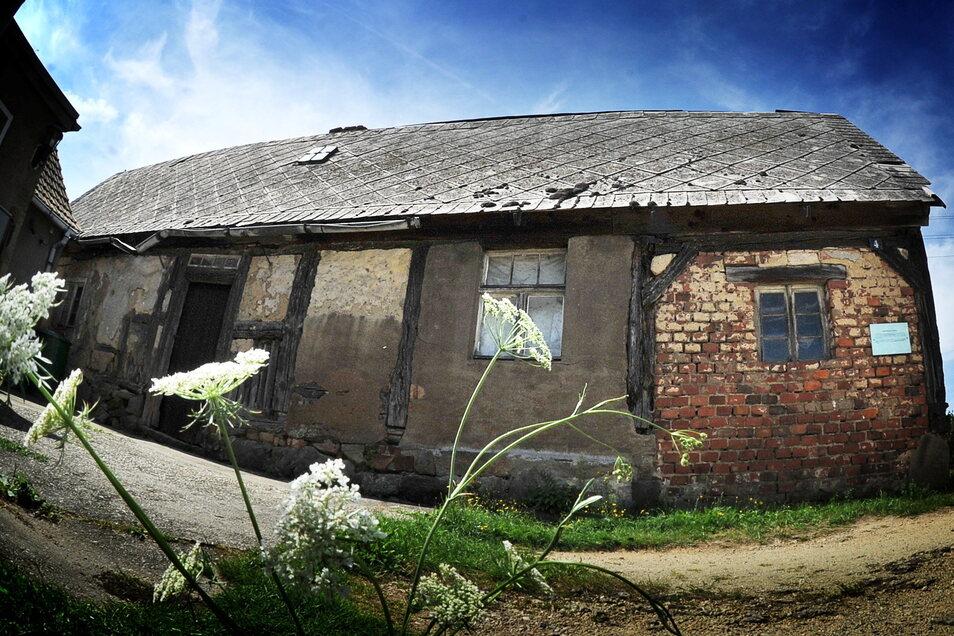 In diesem Haus wohnte zu Beginn des 18. Jahrhunderts der Scharfrichter von Neschwitz. Ende 2020 wurde es in Lissahora abgebaut. Jetzt soll es bald an seinem neuen Standort wiedererrichtet werden.
