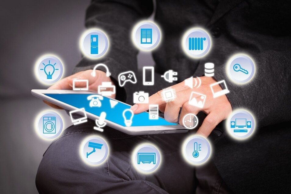 Die Bedienelemente auf den Haushaltsgeräten rücken immer mehr in den Hintergrund. Die Steuerung erfolgt durch entsprechende Apps auf dem Smartphone.