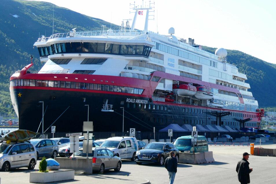 """Nach dem Covid-19-Ausbruch auf dem Kreuzfahrtschiff """"Roald Amundsen"""" hat der norwegische Veranstalter Hurtigruten alle Reisen gestoppt."""