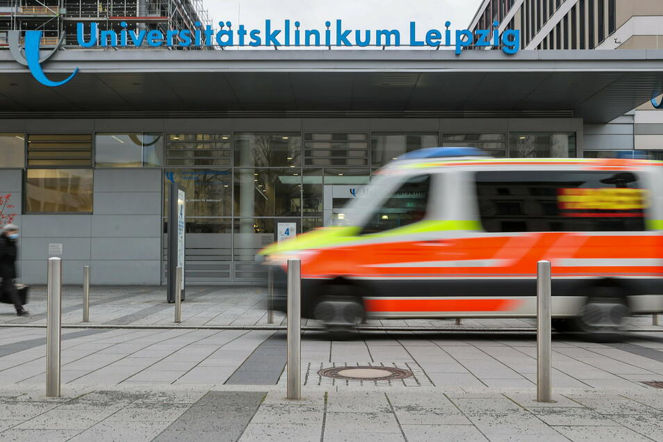 Im Universitätsklinikum Leipzig wird eine Frau mit einer Sinusthrombose intensivmedizinisch behandelt.