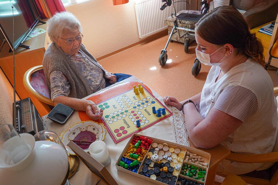 Im OLPK-Pflegeheim am Belmsdorfer Berg in Bischofswerda können Ferienjobber etwa bei der Alltagsgestaltung der Bewohner helfen.