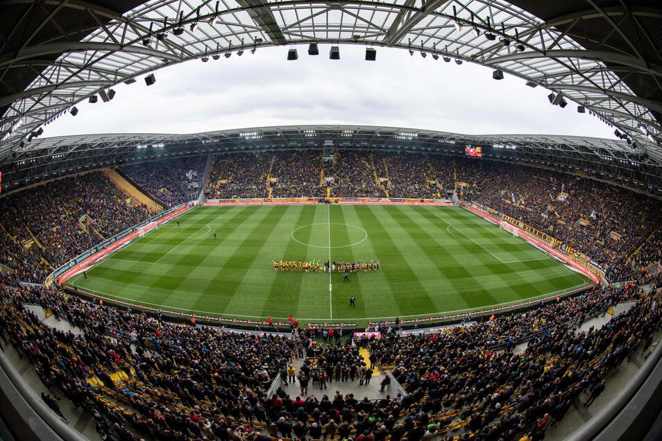 Das bislang letzte Risikospiel im Rudolf-Harbig-Stadion: Das Derby gegen Aue sahen am 8. März 30.753 Zuschauer. Für das Sicherheitskonzept hat Dynamo ein Zertifikat bekommen.