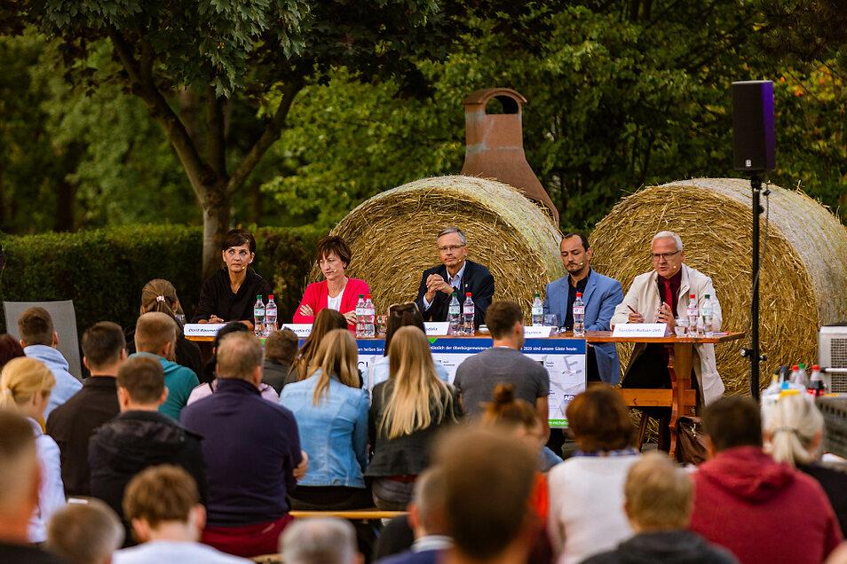 Politisches Donnerstagsgespräch in Bröthen: Jugend- und Dorfclub luden ein und Interessierte waren zahlreich erschienen, um die Kandidierenden zu erleben.