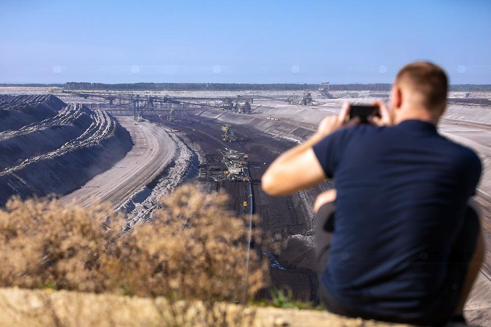 Blick in den Tagebau Nochten. Von dessen Auswirkungen sind die Einwohner der Gemeinde Trebendorf ganz direkt betroffen. Und zwar nicht nur die, die wegen der Kohle aus dem Ortsteil Mühlrose wegziehen. Dass Kernbetroffenheit bei der Verteilung der Kohleau