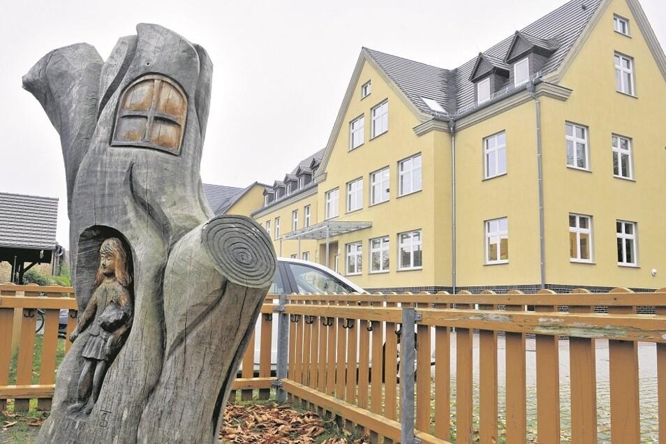 Nach mehreren Einzelmaßnahmen im Inneren des Gebäudes soll die Kita Pfiffikus in Schleife nun umfassend modernisiert und dabei auch neue Möglichkeiten für freigewordene Räume erschlossen werden.