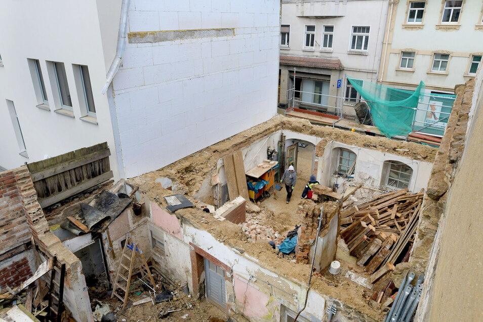 Blick vom Hinterhaus auf die Nummer 6: Hier entstehen moderne Wohnungen, die über eine Etage gehen. Zudem wird das Haus mit der Nummer 8 verbunden.