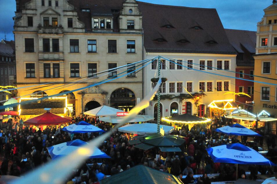 Ein Bild aus glücklicheren Tagen: Der volle Meißner Marktplatz während des Weinfestes im vergangenen Jahr.