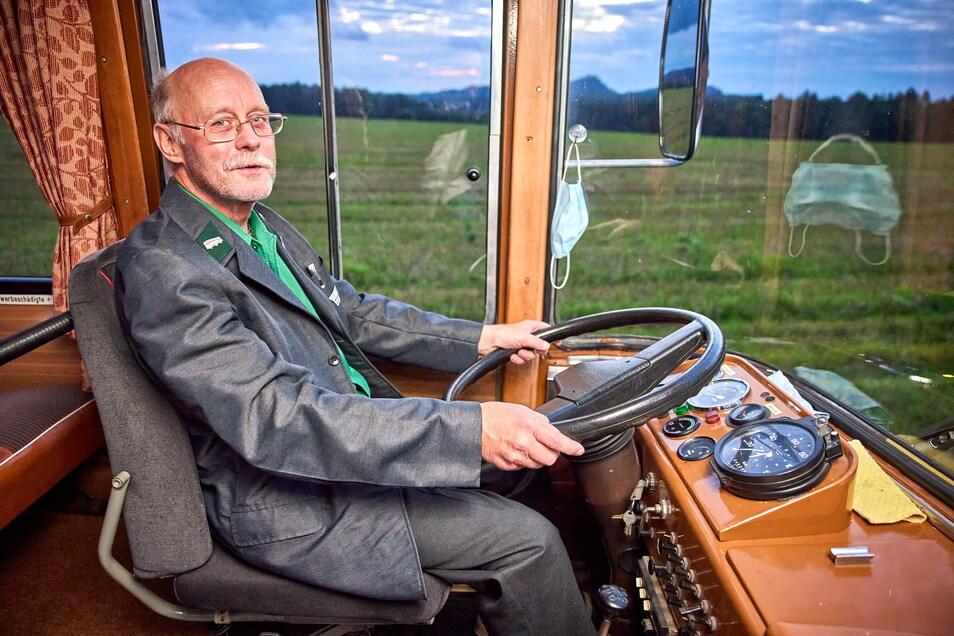 Mario Böhme, Chef von Böhmes Gesellschaftsfahrten, am Steuer des Whiskybusses. Er selbst trinkt überhaupt keinen Alkohol.