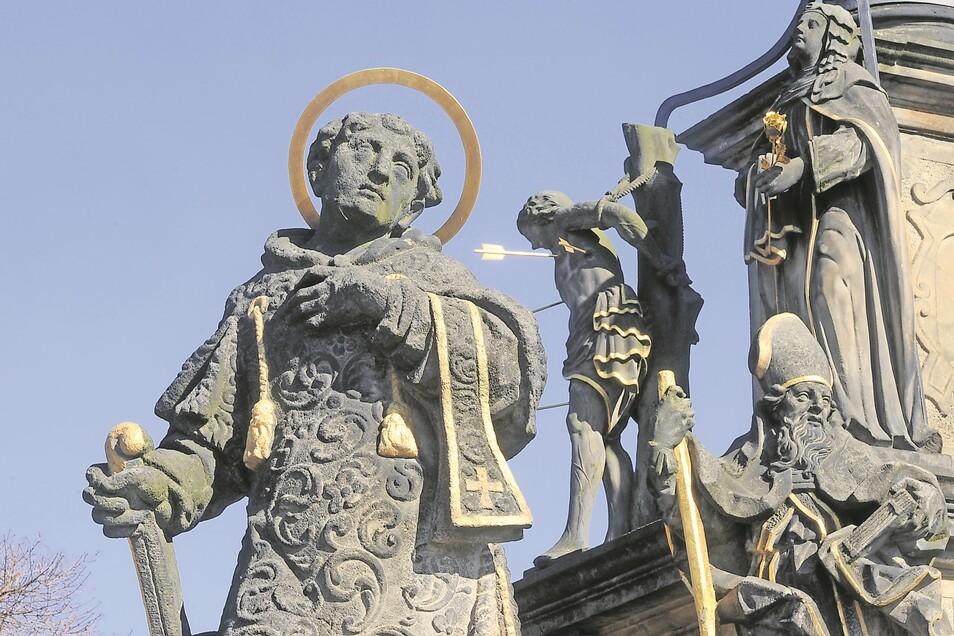 Ans Wüten der Pest in Deutsch Gabel (heute Jablonne v Podjestedi) erinnert die barocke Pestsäule auf dem Markt der Kleinstadt unweit von Lückendorf. 1686 wurde sie als Dank für das Erlöschen der Pest mit den Statuen der böhmischen Schutzheiligen errichtet