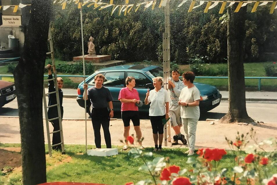 Zur 950-Jahrfeier Leisnigs 1996 haben Anwohner den Lindenplatz geschmückt. Jetzt soll das passieren, ohne dass es einen Umzug oder eine größere Feier gibt.
