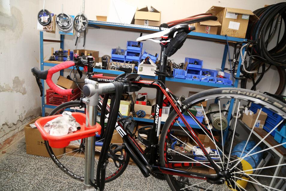 Bei HGDS gibt es sogar eine kleine Fahrradwerkstatt im Keller. Die wird auch rege genutzt.