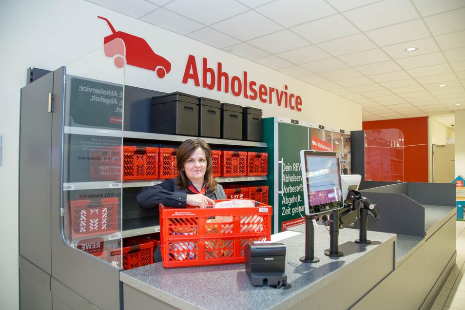Seit reichlich einer Woche gibt es im Nieskyer Rewe-Markt einen Abholservice. Annett Leßke und ihre Mitarbeiter sind hiermit Vorreiter in der Region.
