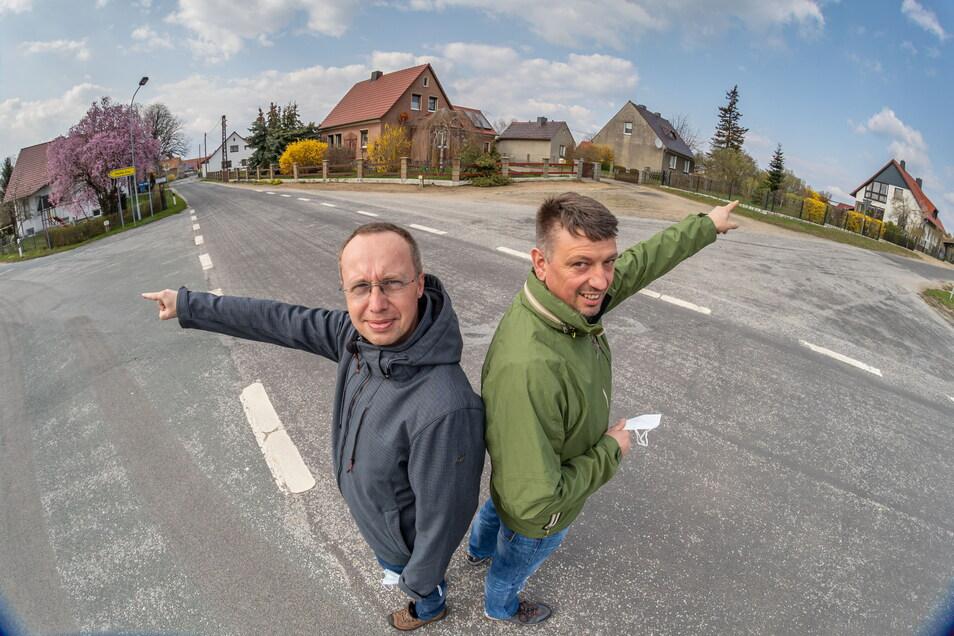 Die Biehainer Roland Höra (links) und Roland Barthel (rechts) wollen ihre Grundstücke an das öffentlich geförderte Glasfasernetz anschließen lassen.
