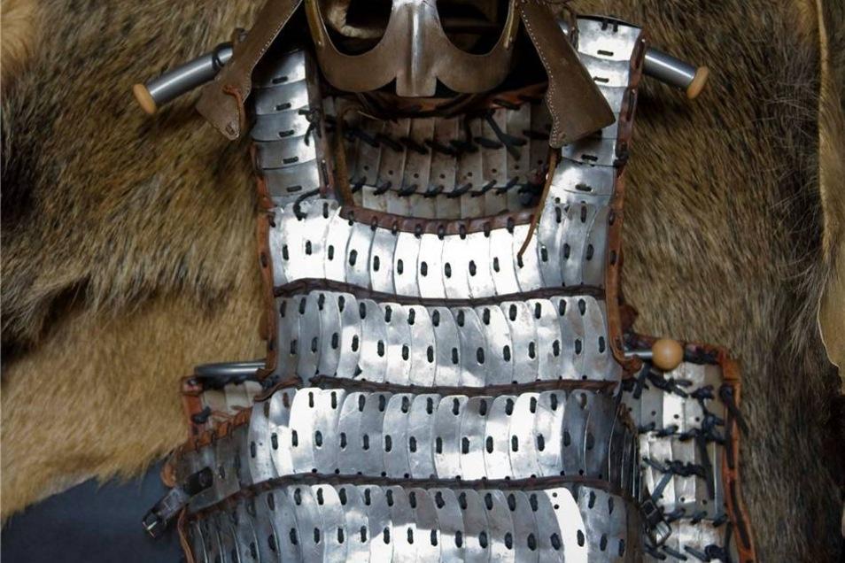 """Diese Plattenrüstung, hergestellt in Russland, trägt Ulf """"Ulrikson"""" Lein bei Schaukämpfen."""
