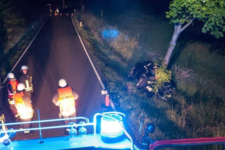 Die freiwilligen Feuerwehren aus Naundorf, Hilbersdorf und Niederbobritzsch waren zu erst am Ort und sicherten die Unfallstelle.