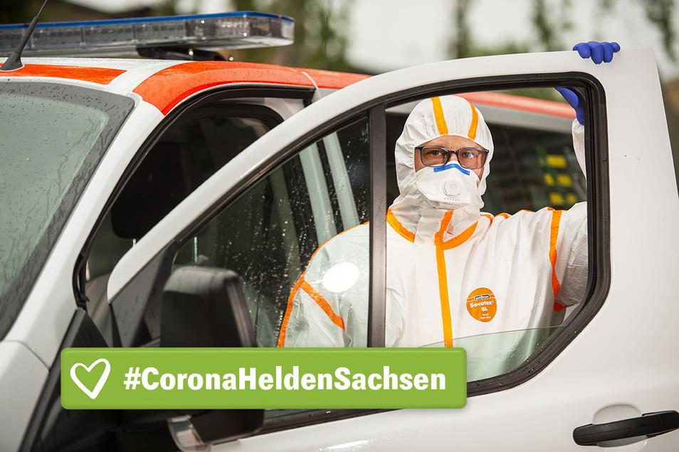 Jens Krause im Vollschutz. Vor wenigen Tagen hat der Roßweiner den vorerst letzten Corona-Patienten zur Dialyse gefahren.