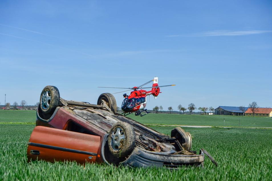 Bei Melaune hat sich ein Opel Corsa überschlagen.