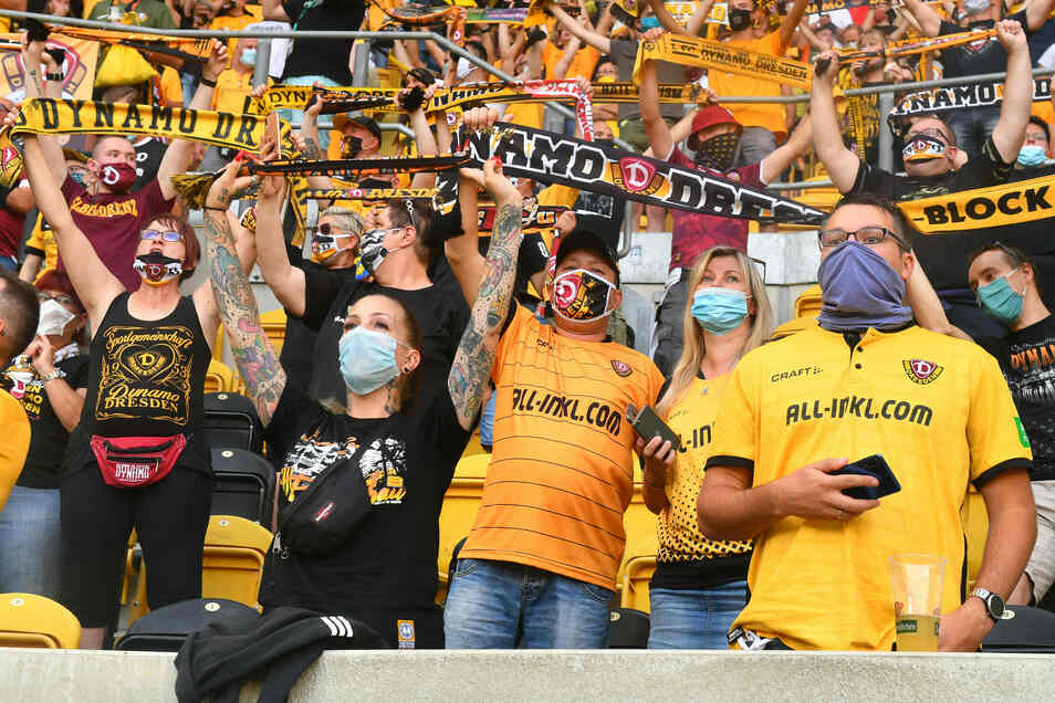 Die Fans dürfen aktuell nicht ins Stadion. Ganz nah dran, können sie trotzdem sein! Mit dem Dynamo-Newsletter.