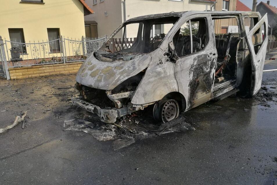 In Bobersen brannte am Freitag ein Transporter aus.